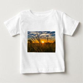 Sommer-Sonnenuntergang-Wiesen-Natur-Landschaft Sun Baby T-shirt