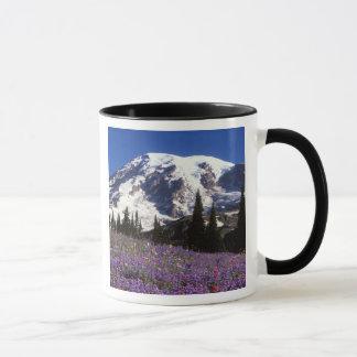 Sommer-Wildblumen an der Basis vom Mount Rainier, Tasse