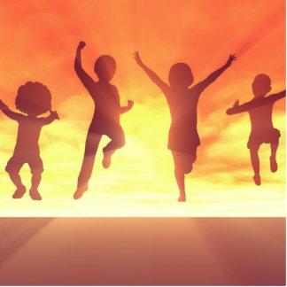 Sommerpause-Schulferien mit den feiernden Kindern Fotoskulptur Button