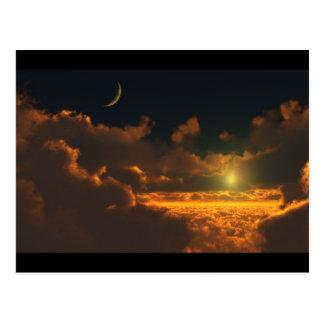 Sonne und Mond in den Wolken Postkarte
