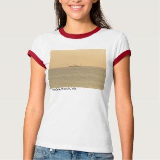 Sonnenaufgang auf dem Atlantik in Virginia Beach. T-Shirt
