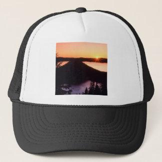 Sonnenaufgang auf Krater-Insel-Krater Oregon Truckerkappe