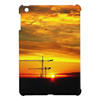 Sonnenaufgang, der Kräne silhouettiert iPad Mini Hülle