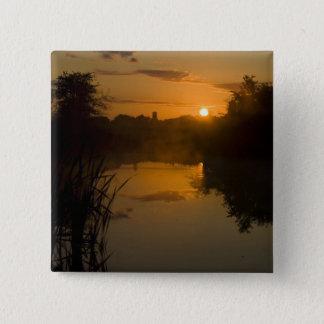 Sonnenaufgang durch einen See Quadratischer Button 5,1 Cm