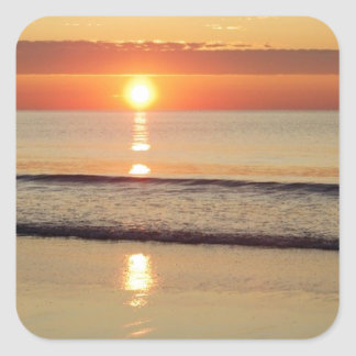 Sonnenaufgang entlang Hampton-Strand-New Hampshire Quadratischer Aufkleber