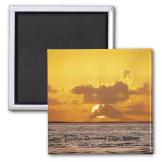 Sonnenaufgang, ertrunkene Cays, Belize Quadratischer Magnet