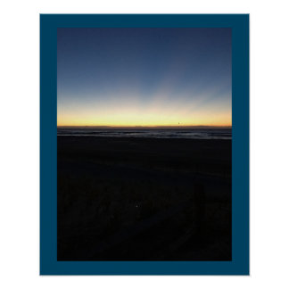 Sonnenaufgang fängt durch Ozean an Poster