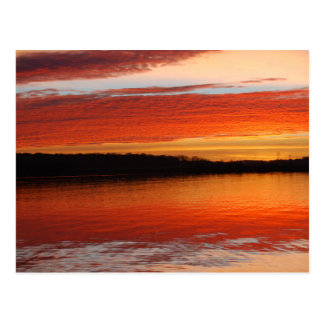 Sonnenaufgang in dem See Postkarte
