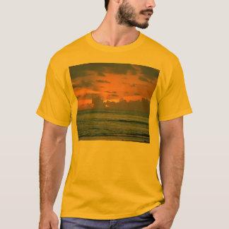 Sonnenaufgang in der Dominikanischen Republik T-Shirt