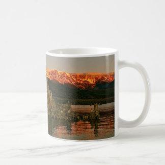 SONNENAUFGANG IN MONOsee, KALIFORNIEN Kaffeetasse