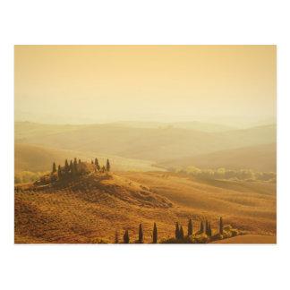 Sonnenaufgang über einer Landschaft in Postkarte
