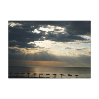 Sonnenaufgang über Strand in Griechenland wickelte Leinwanddruck