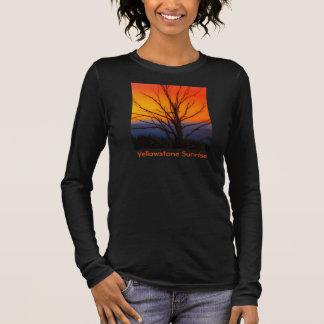 Sonnenaufgang über Yellowstone Nationalpark Langarm T-Shirt