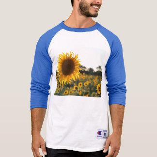Sonnenblumegarten. Schöne Blumen T-Shirt