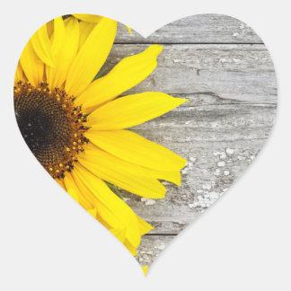 Sonnenblumen auf einer Tabelle Herz-Aufkleber