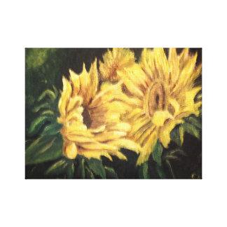 Sonnenblumen in einer dunklen Lichtung Leinwanddruck