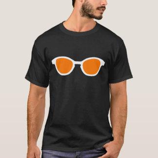 Sonnenbrille-weiße Kante-orange Linse das MUSEUM T-Shirt