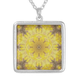 Sonnendurchbruch-Mandala-Halskette Versilberte Kette