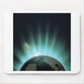 Sonnendurchbruch über der Weltkugel Mousepad