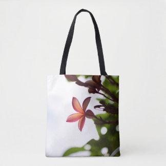 Sonnenlicht durch Plumeria-Blumenblatt-Tasche Tasche