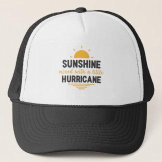 Sonnenschein gemischt mit Hurrikan-Art des Truckerkappe