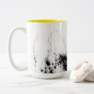 Sonnenschein und Holzkohle Zweifarbige Tasse