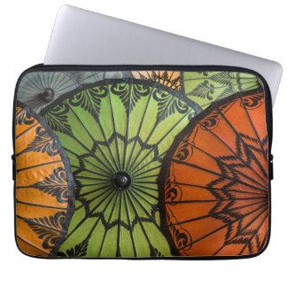 Sonnenschirme für Verkauf, bagan, Myanmar Laptopschutzhülle