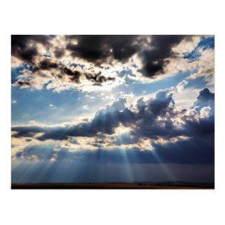 Sonnenstrahlen von oben postkarte