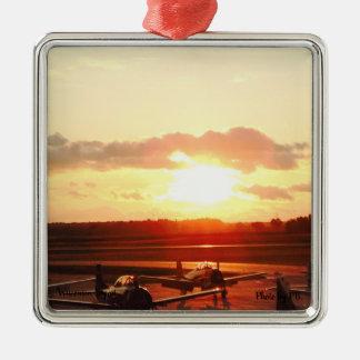 Sonnenuntergang am Flughafen in Wisconsin Silbernes Ornament