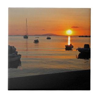 Sonnenuntergang am Hafen von Novalja n iKroatien Keramikfliese