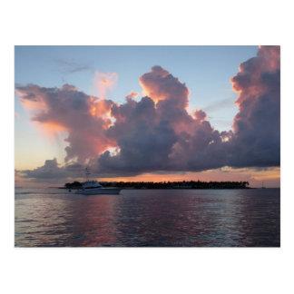 Sonnenuntergang am Meer mit Schiff Postkarte