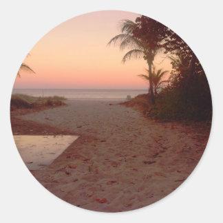 Sonnenuntergang am Strand Runder Aufkleber