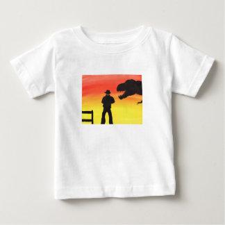 Sonnenuntergang an der Dinosaurier-Ranch Baby T-shirt
