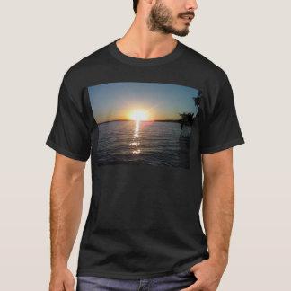 Sonnenuntergang auf dem Bayou T-Shirt