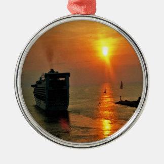 Sonnenuntergang auf einem Kreuzschiff Silbernes Ornament