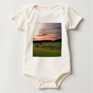 Sonnenuntergang-deutsches Feld von Träumen Baby Strampler