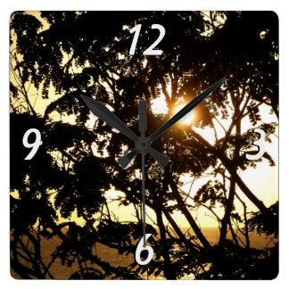 Sonnenuntergang durch tropische Fotografie der Quadratische Wanduhr