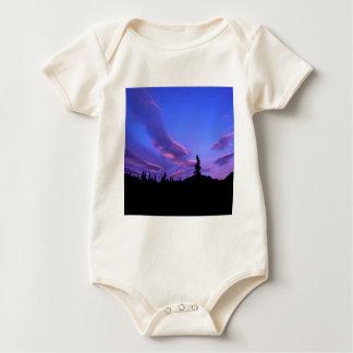 Sonnenuntergang färbt Denali Alaska Baby Strampler