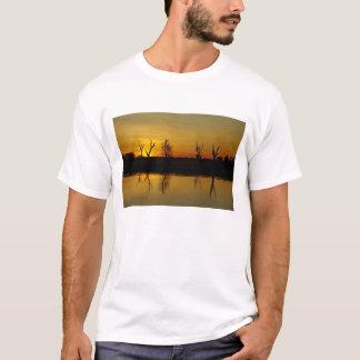 Sonnenuntergang, gelbes Wasser Billabong 2 T-Shirt