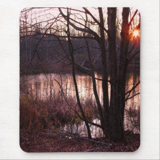 Sonnenuntergang in dem Teich Mousepads