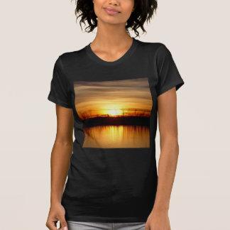Sonnenuntergang-majestätische Reflexion T-Shirt