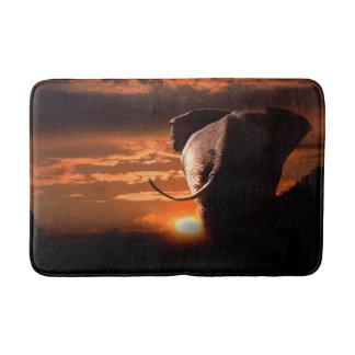 Sonnenuntergang mit Elefanten Badematte