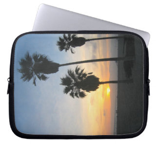 Sonnenuntergang mit Palmen an Venedig-Strand Laptop Sleeve