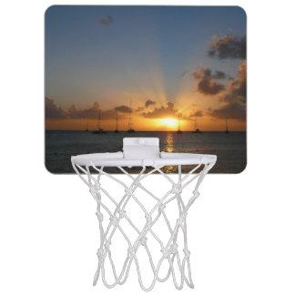 Sonnenuntergang mit Segelboot-tropischem Mini Basketball Netz