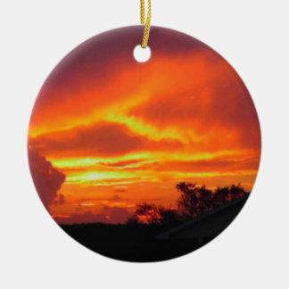 Sonnenuntergang nach dem Sturm Rundes Keramik Ornament