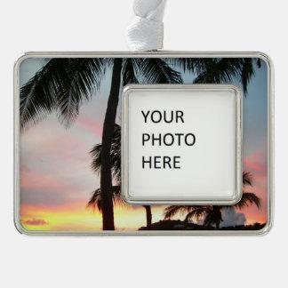 Sonnenuntergang-Palmen-tropische Rahmen-Ornament Silber