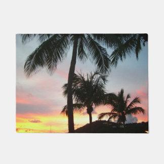 Sonnenuntergang-Palmen-tropische Türmatte