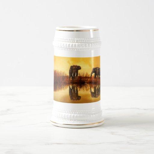 Sonnenuntergang-Reflexionskrug des Elefanten golde Haferl