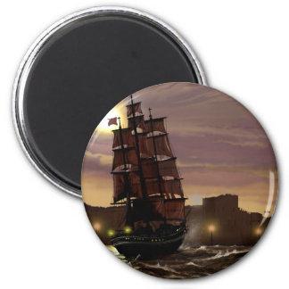 Sonnenuntergang-Segelboot angesehen durch Magnete