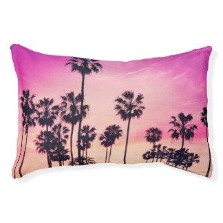 Sonnenuntergang-Strand-Szene, lila tropischer Haustierbett